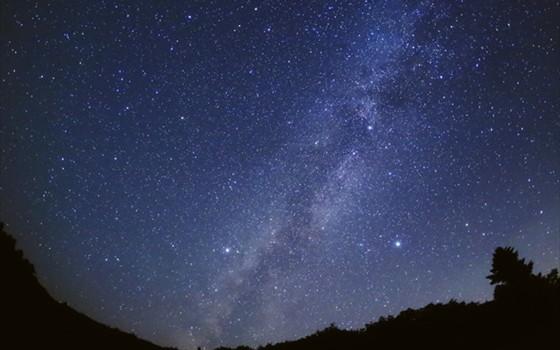 絶海の孤島で眺める星空のパノラマ