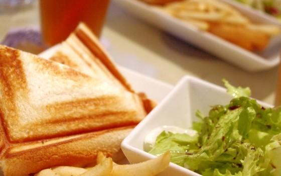 ☆吹田市のグルメ情報☆パンが美味しいランチプレート♪
