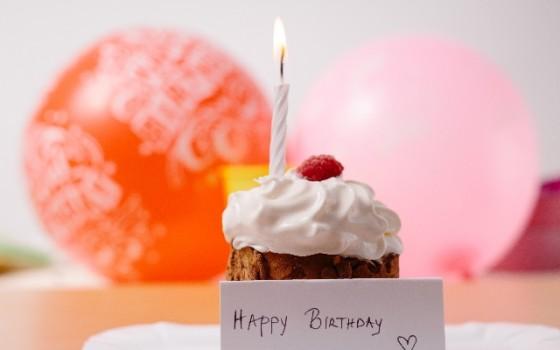 大切な人の誕生日は手作りバースデーカードで祝おう♡