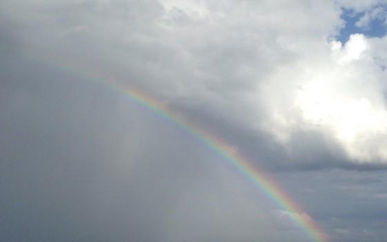 宮崎ブーゲンビリア空港滑走路に架かる虹